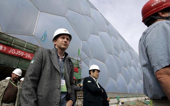 """图文-世界媒体代表参观奥运场馆代表参观""""水立方"""""""