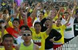 图文-北京马拉松赛赛况直击群众组马拉松情绪高涨