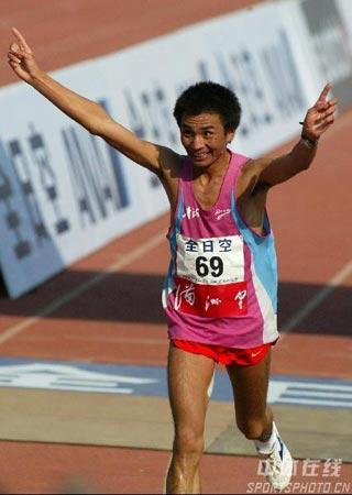 图文-北京马拉松赛赛况直击任龙云冲刺收获亚军