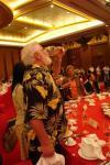 图文-F1摩托艇深圳大奖赛欢迎晚宴看圣诞老人喝酒