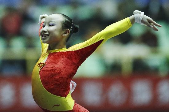 图文-全国冠军赛肖莎获高低杠冠军小美女完美谢幕