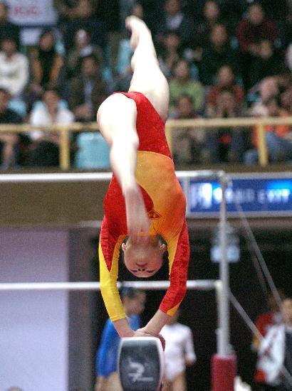 图文-全国冠军赛肖莎获平衡木冠军木上身轻如燕