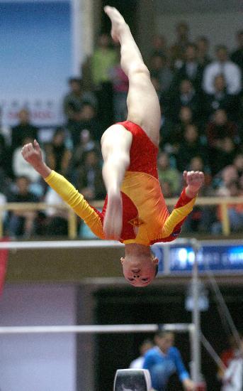 图文-全国冠军赛肖莎获平衡木冠军小花高难度动作