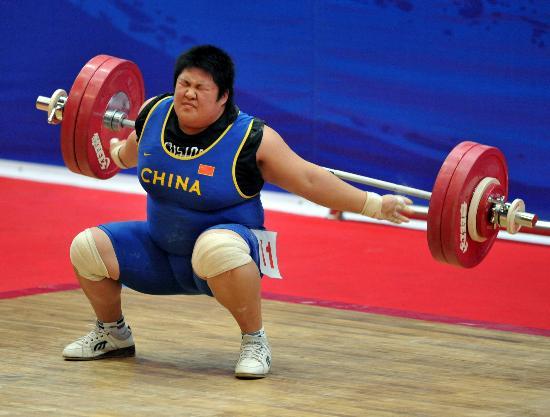 六城会女子举重75公斤以上级 周璐璐获得亚军