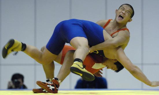 句子-六城图文自由式摔跤96公斤乌云毕力格皮划艇的男子图片