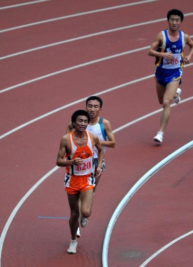 图文-六城会田径男子5000米决赛任龙云奋力冲刺