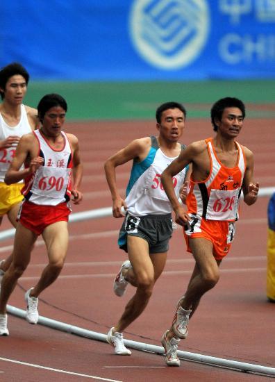 图文-六城会田径男子5000米决赛任龙云摘得银牌