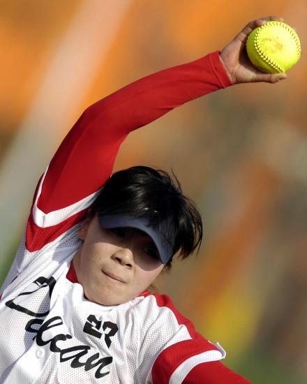 当日,在武汉举行的第六届全国垒球运动阶段女子佩寄制第一城市比赛武空手道图片