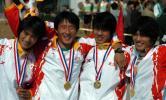 图文-六城会赛艇比赛武汉队员在颁奖仪式上合影