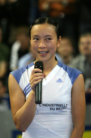 11月4日,皮红艳在发表获奖感言.当日,法国选手皮红艳在...