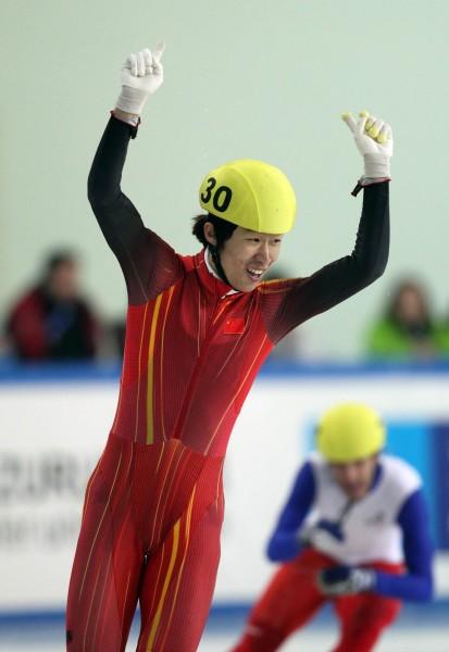 中国队夺男子5000米接力冠军 隋宝库冲刺