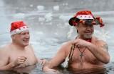 传统冬泳庆祝圣诞