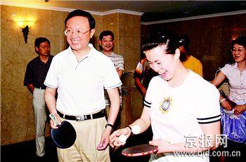 王楠给外交官作专题报告展现冠军背后的酸甜苦辣
