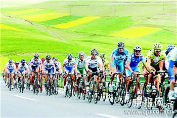 环青海湖赛自行车赛战罢第二赛段