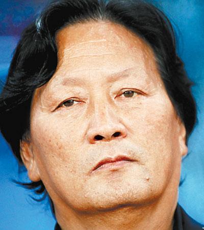 回顾国足逃离吉隆坡最后时刻朱广沪大巴内掩示表情