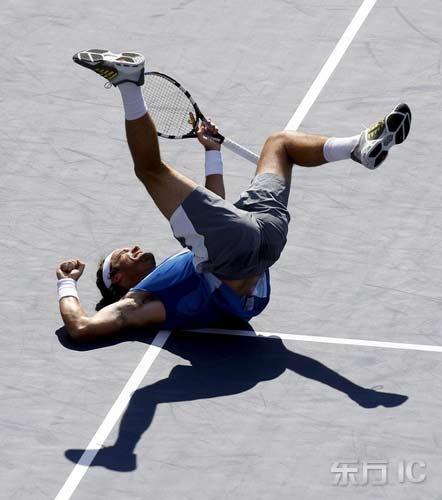 美国网球公开赛5日赛况莫亚倒地庆祝晋级