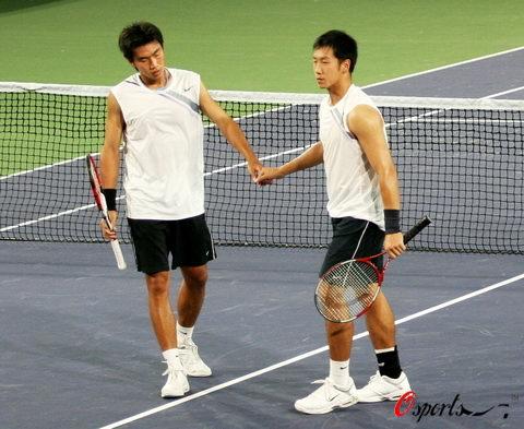 图文-中国公开赛男子双打曾少眩和于欣源握手鼓励