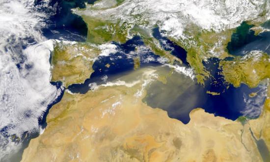 沙尘暴肆虐全球罕见景象:沙尘带似蛇经过红海