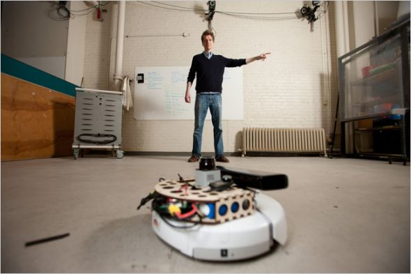 菲利普·罗贝尔(PhilippRobbel)借助Kinect使iRobot设备识别手势