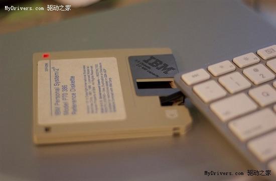 usb接口软驱_国外牛人自己打造配备USB接口软盘_硬件_科技时代_新浪网