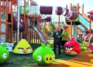 """愤怒的小鸟 主题公园_""""愤怒的小鸟""""主题公园将开放_互联网_科技时代_新浪网"""