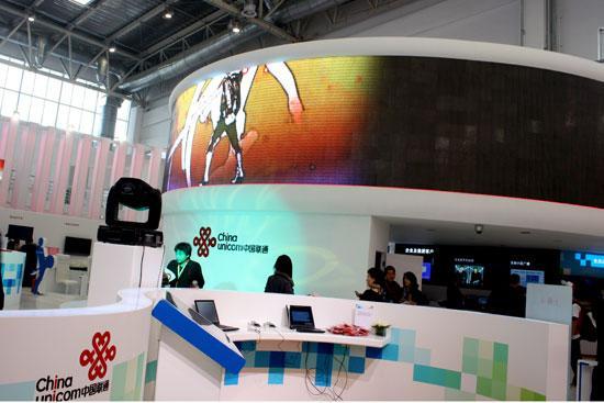 -->   10月21-25日,2008通信展在新國展召開。新浪網作為本屆展會的官方指定合作門戶網站,對展會進行全方位報道。同期,新浪獨家承辦了TD論道官方訪談及總裁在線訪談。   圖為:中國聯通展臺。