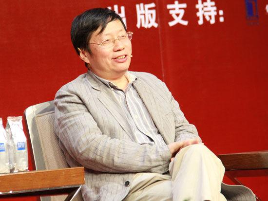 """""""中国金融博物馆读书会""""(第三十八期)于2013年9月25日在北京举行。上图为知名学者吴稼祥。(图片来源:新浪财经)"""