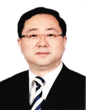閆石 1962年6月出生,沈陽市衛生局局長,曾先后在遼寧省委黨校、沈陽市政府經濟體制改革部門等部門工作。
