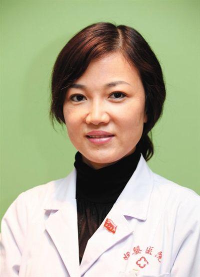 李晨陽 畢業于中國醫科大學,醫學博士后,主任醫師。現任沈陽市婦嬰醫院院長兼產科主任。