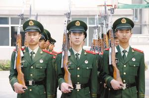 07武警春秋常服图片_换一套新军(警)服_新闻中心_新浪网