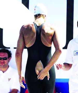 泳衣爆裂尷尬退賽圖片