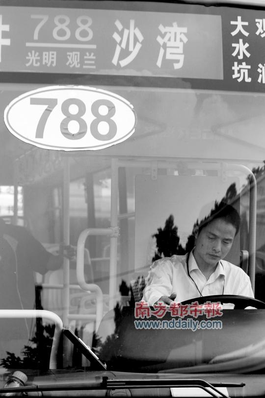 20路公交车_公交车祸频发 疲劳驾驶是主因? 788路四个月内撞死3人伤20余人 ...