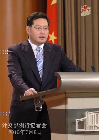外交部:坚决反对外国军用舰机到中国近海活动