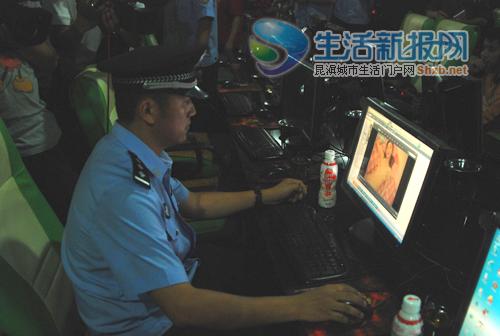 视频_民警点开网吧电脑上的文件,里面存有大量淫秽视频