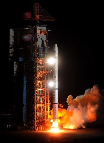 """4月10日4时47分,我国在西昌卫星发射中心用""""长征三号甲""""运载火箭,成功将第八颗北斗导航卫星送入太空预定转移轨道。新华社记者罗晓光摄"""
