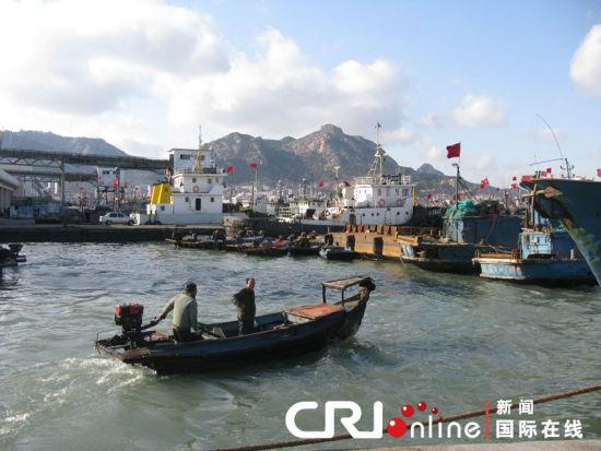 近海渔船图片_媒体称我国东部近海无鱼可捕致渔民赴韩捕捞_新闻中心_新浪网
