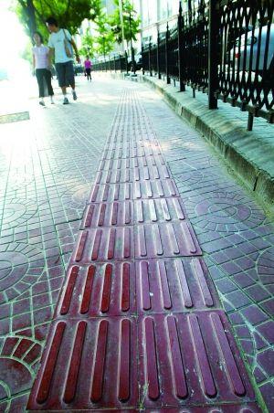 盲人盲道_北京盲道被指设计不合理 盲人称走盲道就是作死|盲人|盲道|北京 ...