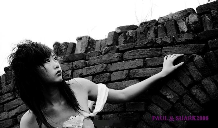 少女大胆私拍人体艺术_18岁少女海口拍人体写真 尽显颓废美[图](二)