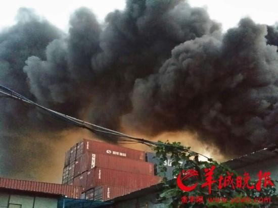 火灾现场女尸_广州黄埔南岗街一厂房起火 现场发现一具女尸_新浪新闻