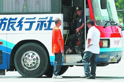 4 1菲律宾人质事件_香港旅游团在菲遭劫持8人遇难_新闻中心_新浪网