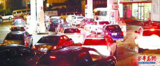 青岛93号汽油价格_青岛油价今上调 众车主昨晚排队加油(图)_新浪新闻