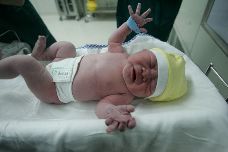 刚出生婴儿图片