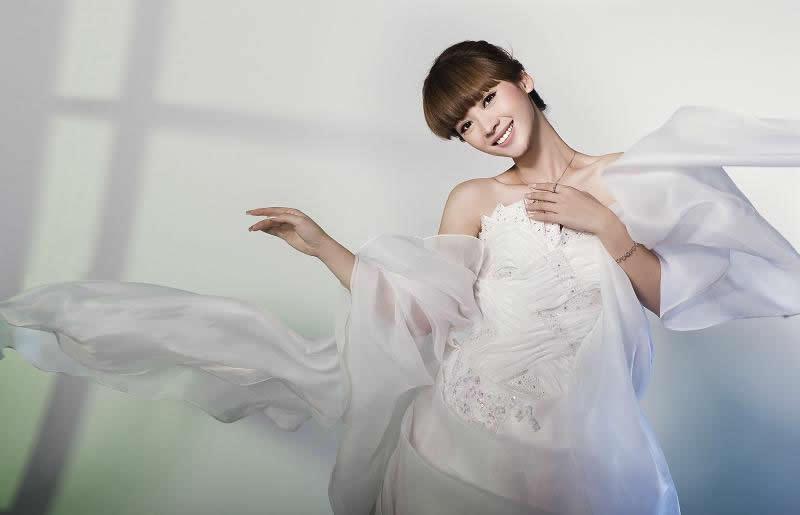 性感婚纱图片_性感情趣婚纱美女