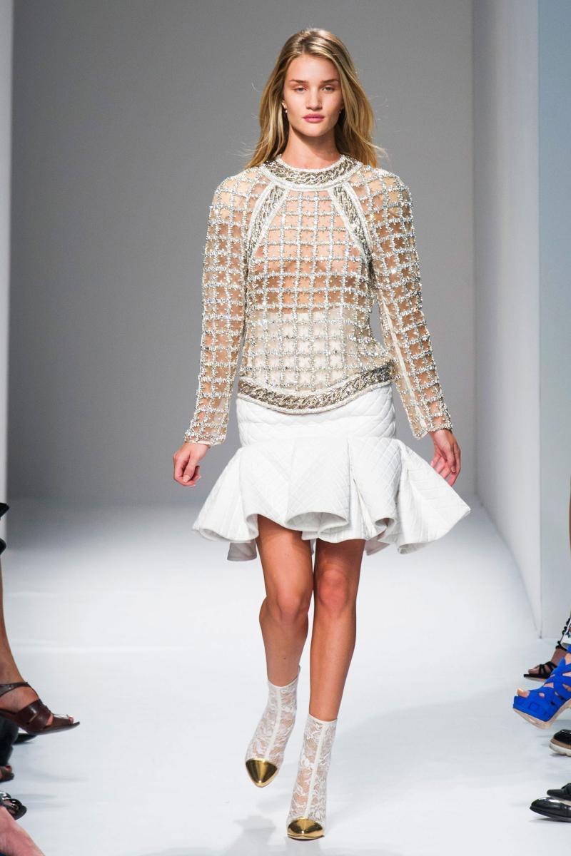 世界模特透明装大赛_模特整理成一个专题. 在2014春夏的时装周上,我们发现了不高清图片