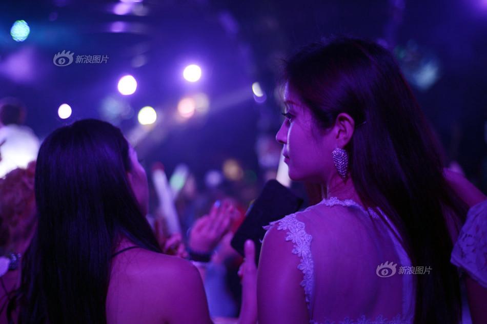 夜店艳舞蹈视频_酒吧艳舞大全_酒吧艳舞汇总