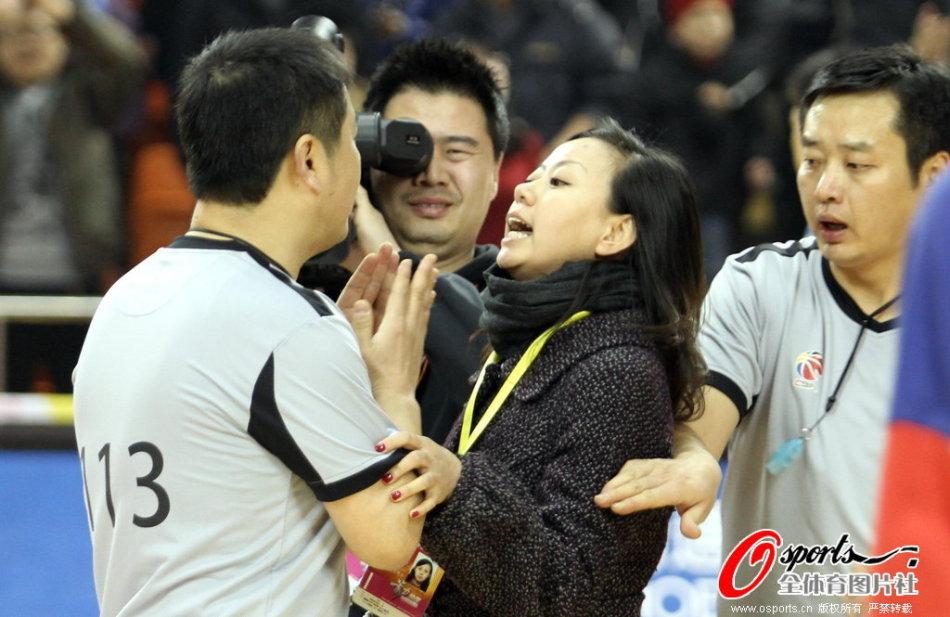 北京電視臺記者采訪裁判遭拒_高清圖集_新浪網