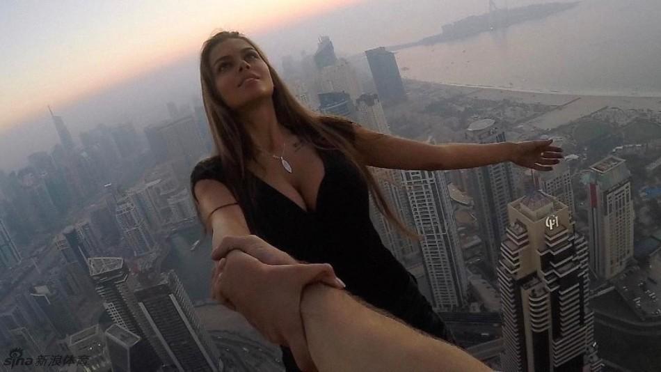 俄美女模特��O限�\�痈呖胀婷�(24��)