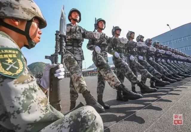 日本女兵方队_阅兵三军女兵方队图片展示_阅兵三军女兵方队相关图片下载