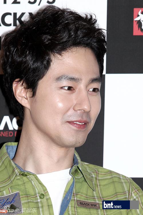 ... 3月14日,韩国男演员赵仁成出席了在首尔举行的某品牌2012 S/S商...