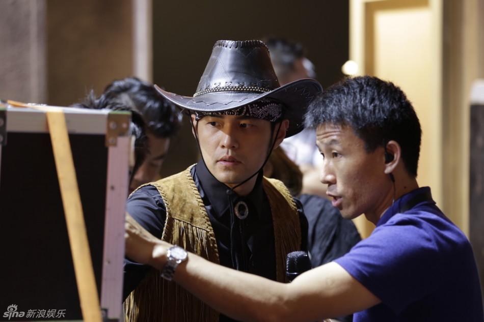 摘要:  周杰倫在宣傳片中飾演的是一位西部牛仔,頭戴黑色牛仔帽,身著圖片